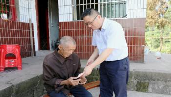 集团dangweishu记、董事长liang浩率领班子成员走访回龙村